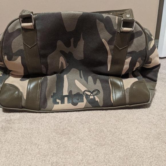 Aritzia - tna - camo travel/ duffle bag